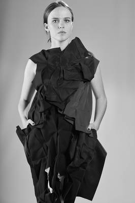 long abstract vest in origami-like crushed layers  - 48