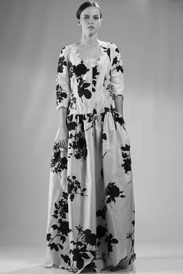 Long evening dress in silk taffeta printed with big black roses  - 267