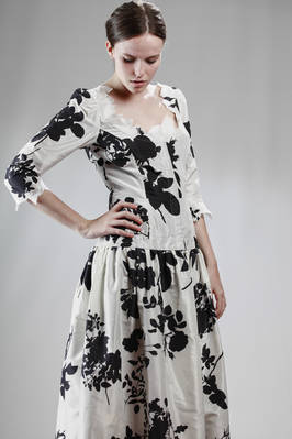 Long evening dress in silk taffeta printed with big black roses - VIVIENNE WESTWOOD - Gold