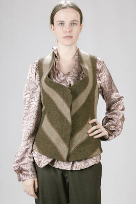 Fitted-at-the-waist waistcoat in Chevron and large strip of Shetland wool  - 266