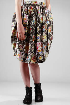 egg-shaped skirt in stretch cotton etamine with floral printing on square  - 266