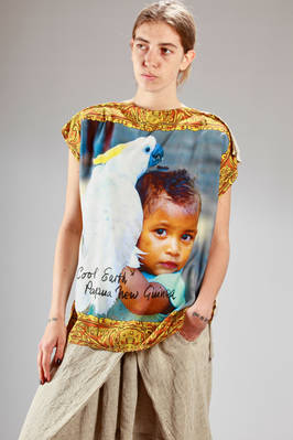 wide t-shirt in printed silk on the front and plain cotton jersey on the back  - 267