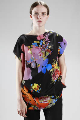 rectangular t-shirt with floral 'mixed-up' pattern, one side in cotton jersey, the other in silk  - 267