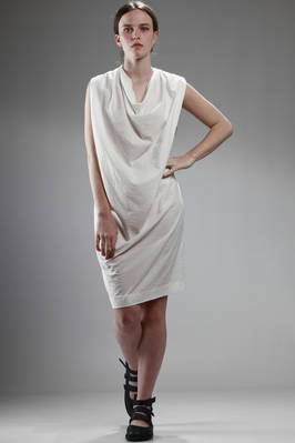 cotton canvas calf-length dress plain on the front, printed on the back  - 275