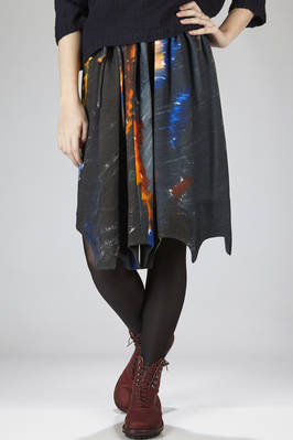 calf-length skirt in double wool crêpe with dark 'storm' printing  - 195