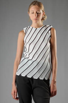 crew-neck top in fan origami pleated polyester  - 203