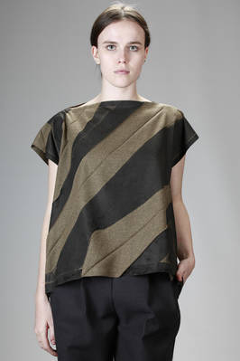 pressed polyester top with a fustian effect and printed origami pleating  - 203