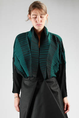short and wide jacket in horizontal narrow and grained bicolour pleated polyester  - 47