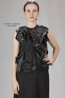 sleeveless top in polyester lace withstitched taffetta roses on the inside  - 157