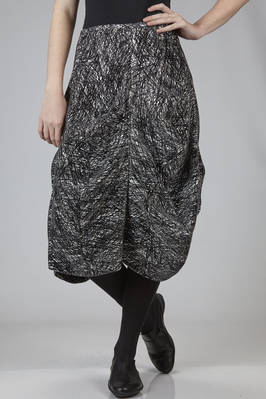calf-length skirt in black and white polyester and rayon graffito on a velvet effect base - ANREALAGE