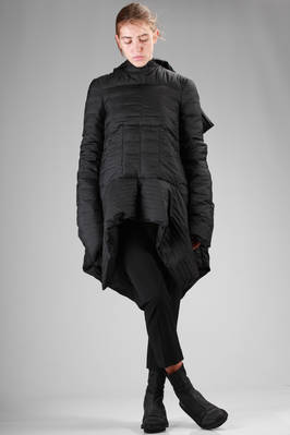 sculpture padded jacket longer on the sides in polyamide with an horizontal pleating processing  - 120
