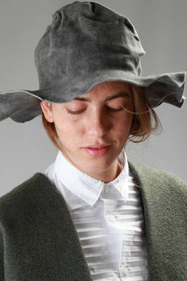 wide-brimmed creased hat in waxed and varnished lapin felt with a 'rock' effect  - 180