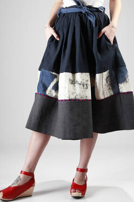 calf-length skirt in linen canvas with horizontal hand-painted band  - 195