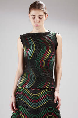 hip-length top made with the new polyester pleating 'Baked Stretch' with horizontal multicolour waves stripes  - 47