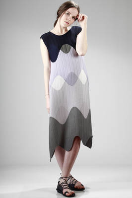 calf-length dress in light polyester pleating with a grey and blue waves pattern  - 47