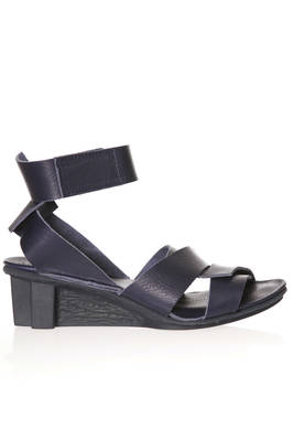 FLOCK sandal in soft cowhide leather with large snap-fit woven bands  - 51