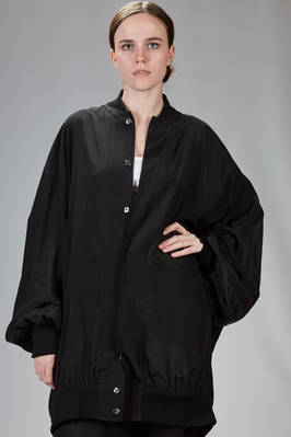 long bomber-style overcoat in rayon with a crêpe de chine touch  - 73