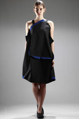 132 5. Issey Miyake – knee-length origami dress in recycled polyester with contrasting colour edges  - 47