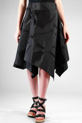 132 5. Issey Miyake – under-the-knee skirt  with algorithmic origami development in recycled cotton and polyester jacquard canvas tone on tone  - 47