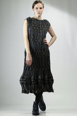 Longuette dress in embossed polyester linen, nylon and cotton with little rectangular pattern in contrasting colours  - 202