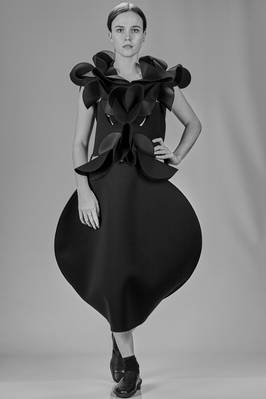 'sculpture' dress in nylon neoprene with some smooth parts and others with semicircular origami working  - 74