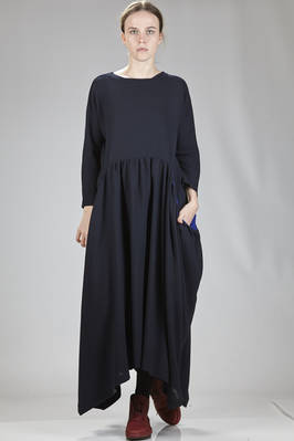 long and wide dress  in wool crêpe  - 195