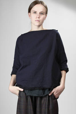 two-layered hip-length shirt: one side washed wool crepe and the other cotton gauze  - 195