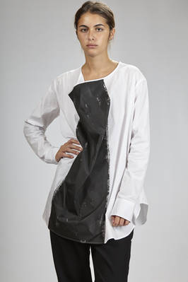 large long shirt in cotton popelyne with wide central colour rolling on the front  - 73