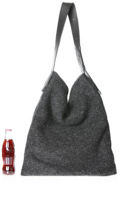 bucket shaped shoulder bag of medium dimensions in leather and wool felt  - 289
