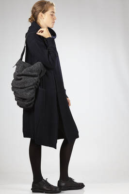 bended curled bucket shaped shoulder bag of medium dimensions in leather and wool felt - MY MIST