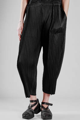 wide trousers in polyester plissé with straight vertical line  - 111
