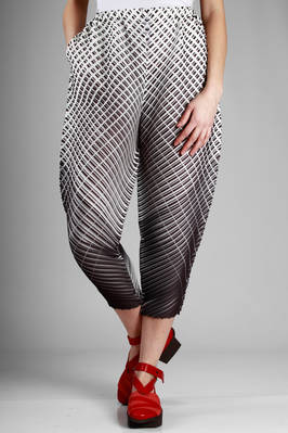 wide trousers in polyester plissé with diagonal lines and optical dash rectangles  - 111