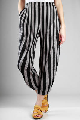 wide trousers in cotton and polyester plissé with medium vertical line and bicolour diagonal one  - 111