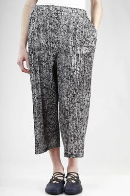 wide trousers in polyester plissé with vertical narrow line with 'gray granite' effect print - PLEATS PLEASE Issey Miyake