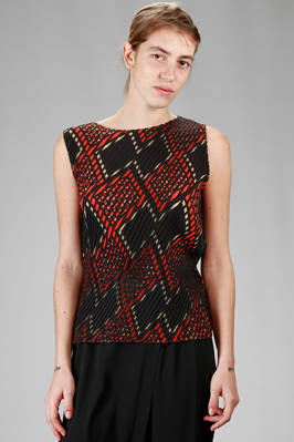 hip length top in diagonal striped lightweight polyester plissé with solid color and graphic print  - 47