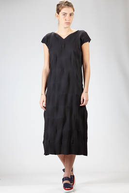 long dress in square polyester plissé with tone on tone bicolor strips texture  - 47