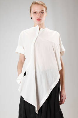 wide and asymmetric shirt in wrinkled and washed cotton cloth  - 161