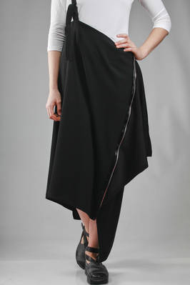 132 5. Issey Miyake – asymmetric longuette skirt in recycled polyester and triacetate crêpe  - 47