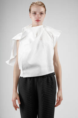 132 5. Issey Miyake – short and asymmetric waistcoat/top in linen  - 47
