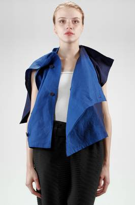 132 5. Issey Miyake – short and asymmetric waistcoat/top in linen cloth with vertical shading  - 47