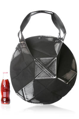132 5. Issey Miyake – medium shopper bag with origami algorithmic development of bicolor recycled polyester cloth  - 47