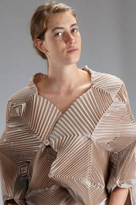 sculpture jacket in polyurethane and polyester steam strech plissé with concentric squares - ISSEY MIYAKE