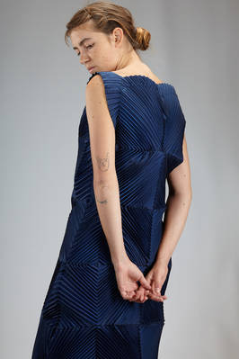 sculpture dress in polyurethane and polyester steam strech plissé with concentric squares - ISSEY MIYAKE