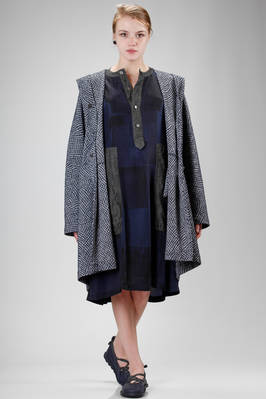 wide overcoat in polyester and cotton cloth with contrasting colour small rhombus embossing  - 123