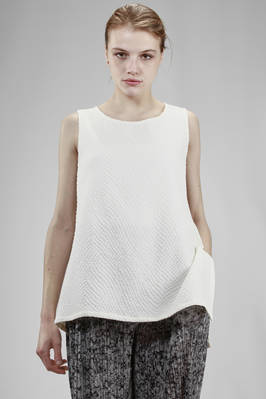 long and wide singlet in cotton and polyester cloth with small rhombus embossing  - 123