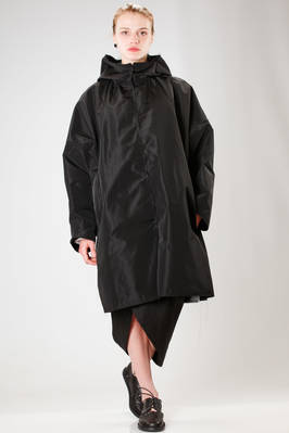 knee-length waterproof coat in water-repellent triacetate taffetas with raw-cut borders  - 73