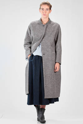 long coat in wool tween with the collar lined in cashmere  - 195