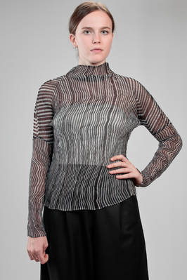 hip-length sweater in wrinkled polyester plissé with bicolour irregular vertical pleats  - 47