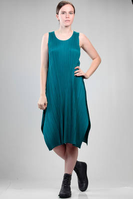 calf length dress in polyester plissé with narrow vertical pleat  - 111