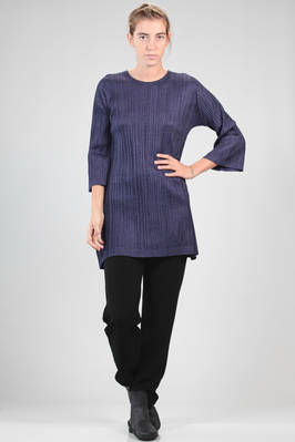 wide tunic in polyester plissé with vertical narrow pleats, when touch it has a wool draping effect  - 111